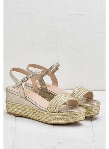 Elle Dolgu Topuklu Sandalet Altın